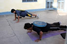 weighted push up with weight plate